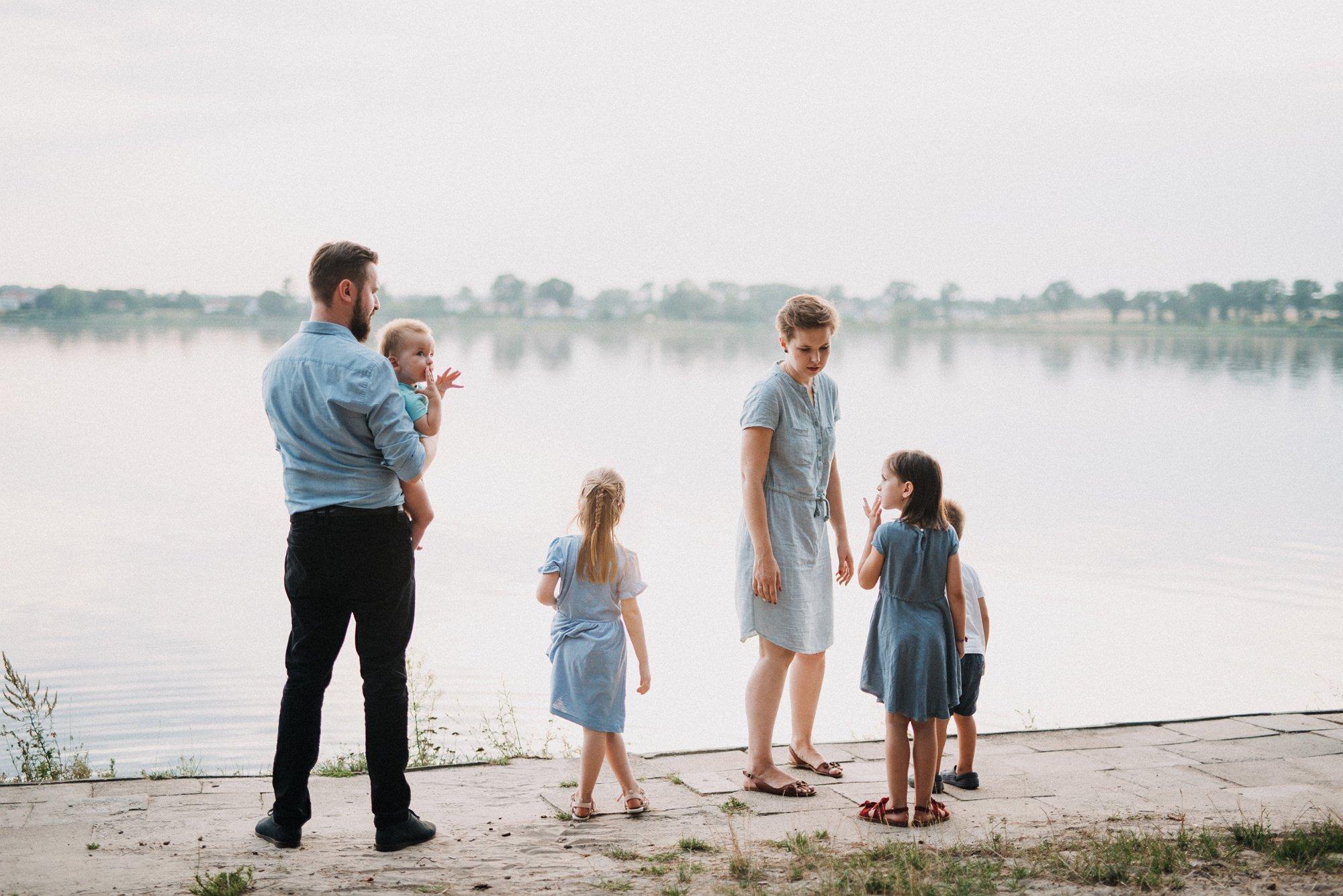 sesja rodzinna nad zalewem